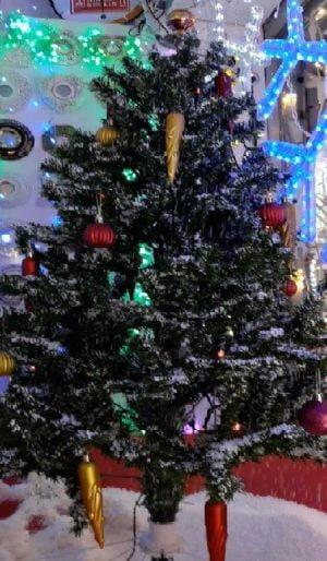 Yılbaşı çam ağacı yapay kar süsü
